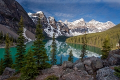 Landscape-Moraine-Lake-Banff-mountain-reflection-john-greengo
