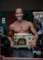 People-Cuban-Man-holding-sewing-machine-john-greengo
