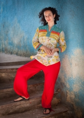 People-Egyptian-Woman-posing-on-stair-john-greengo